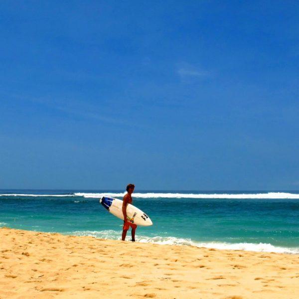 surfing kuta beach